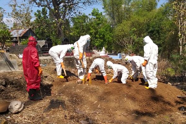 Pemakaman Jenazah Reaktif Covid-19 di Tegal Ricuh, 2 Petugas Babak Belur Dihajar Warga