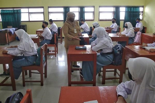 Gubenur Jateng: Pembelajaran Tatap Muka Digelar Setelah Siswa Divaksin