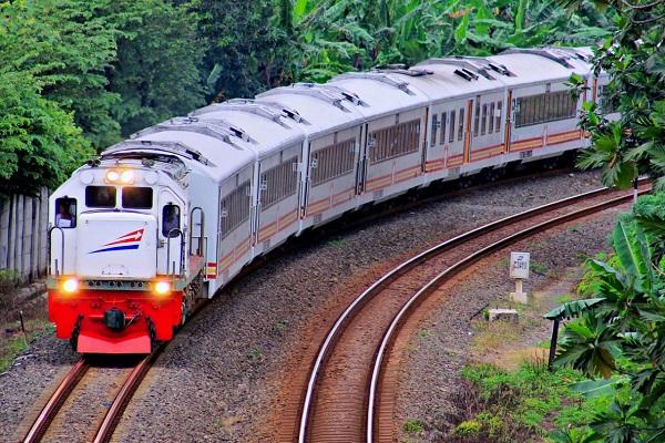 Lonjakan Penumpang, KAI Semarang Operasikan KA Tawang Jaya Premium