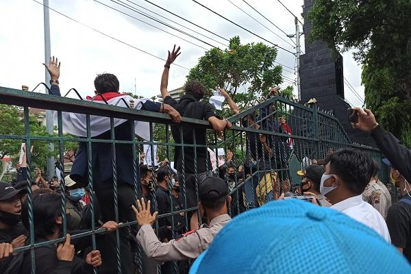 Polisi Bantah Intimidasi Wartawan saat Liputan Demo Omnibus Law di Semarang