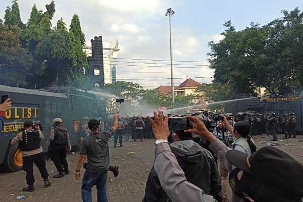 Demo Omnibus Law di Semarang Rusuh, Polisi Tangkap 269 Orang