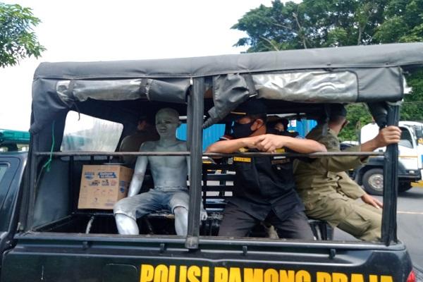 Beraksi Kala Siang, Manusia Silver Diciduk Satpol PP Kota Semarang