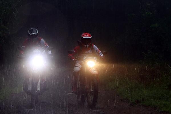 Simak, Ini Tips Berkendara saat Hujan