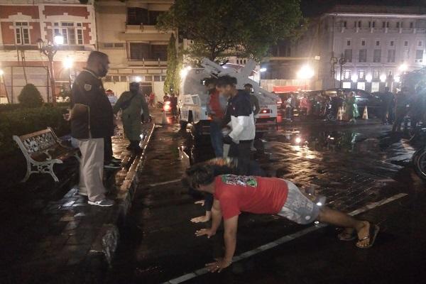 Libur Panjang, Satpol PP Semarang Razia Masker di Kota Lama, 62 Pengunjung Rapid Test