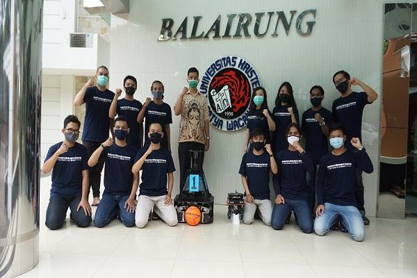 2 Robot UKSW Lolos Babak Nasional Kontes Robot Indonesia