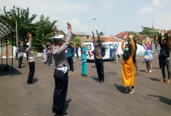 Pemohon SIM di Grobogan Disuruh Senam & Berjemur