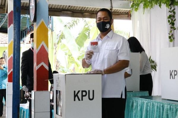 Ikut Coblosan Pilwalkot Semarang di TPS 09 Lempongsari, Hendi Puji Protokol Kesehatan
