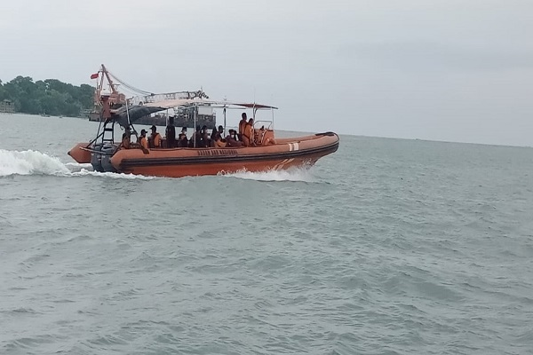 Kapal Nelayan Vs Kapal Niaga di Batang, 12 ABK Hilang