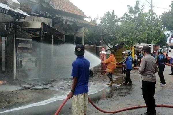 Mesin Pertamini Kebakaran, 6 Ruko di Pekalongan Hangus
