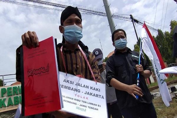 Jalan Kaki Dari Rembang Ke Jakarta, Pria Ini Pengin Ketemu Jokowi Protes Limbah Sawit