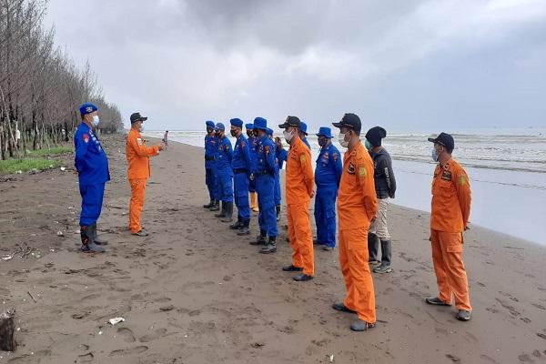 Kapal Penarik Terbalik di Pemalang, 6 ABK Masih Hilang