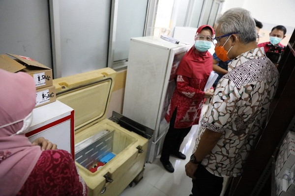 Vaksinasi Tahap Pertama di Semarang Sasar 18.000 Nakes