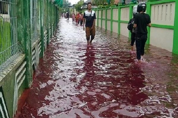 Air Banjir di Pekalongan Berwarna Merah, Ini Sebabnya…