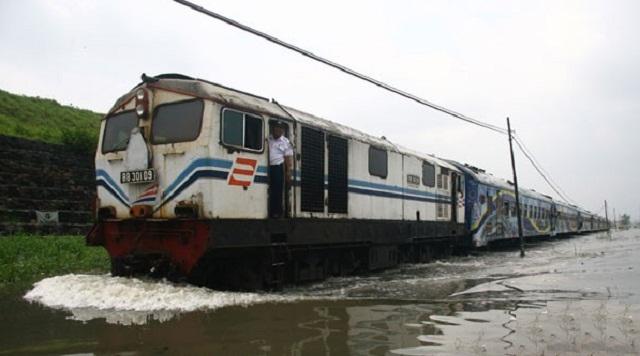 Banjir Bekasi, KAI Semarang Batalkan KA ke Gambir & Senen