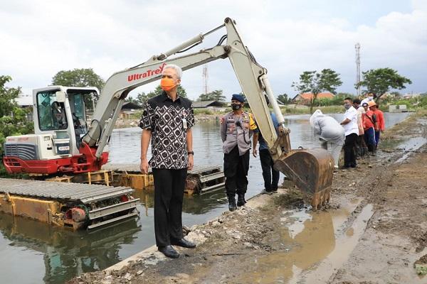 Banjir Masih Menggenangi Semarang, Ganjar Minta Pompa Diperbanyak