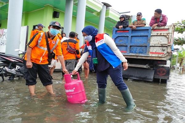 Banjir di Jateng, Pertamina Bagikan 350 Tabung Bright Gas