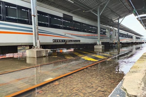 Banjir Mulai Surut, Stasiun Tawang Semarang Belum Bisa Layani Penumpang