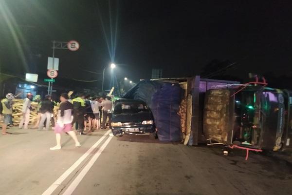 Kecelakaan Maut di Salatiga, Truk Tabrak 2 Minibus di Traffic Light Pasar Sapi, 2 Orang Meninggal