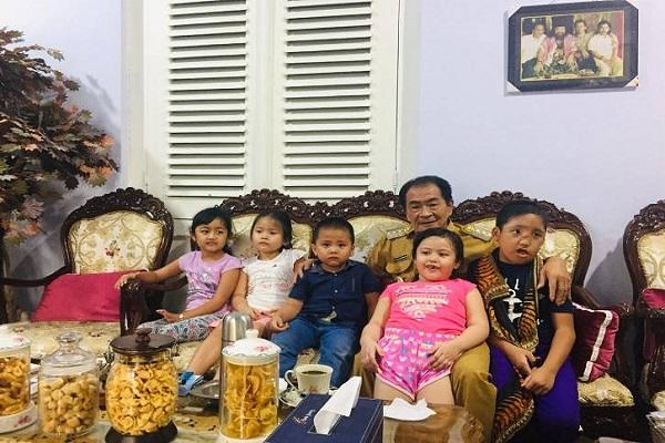 Cerita Bupati Banjarnegara Adopsi 6 Anak Terlantar