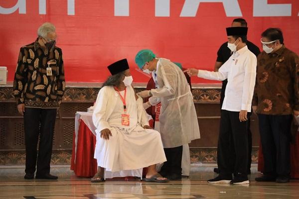 Cek Vaksinasi Ulama & Tokoh Agama di Semarang, Jokowi Puji Langkah Jateng