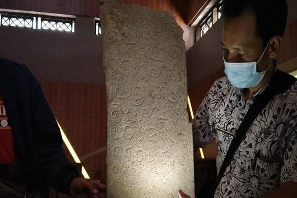 Ditemukan di Jepara, Prasasti Kerajaan Majapahit Berisi Larangan Poligami