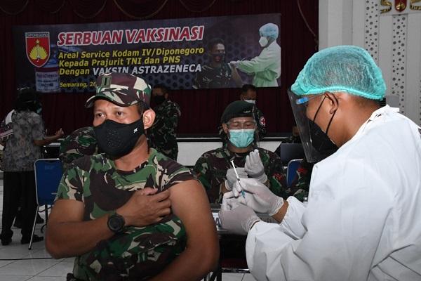 Ribuan Prajurit TNI di Semarang Disuntik Vaksin AstraZeneca