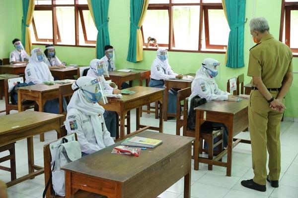 Sidak Uji Coba Tatap Muka di Sekolah, Gubernur Jateng Tegur Sejumlah Guru