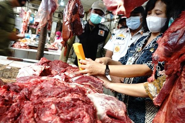 Sidak Pasar, Satpol PP Salatiga Temukan Daging Gelonggongan