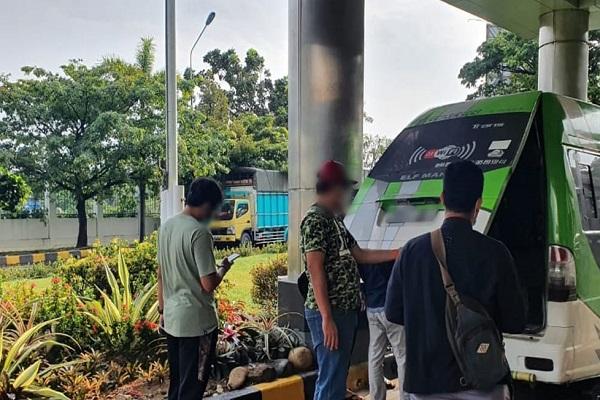 Setop Mobil Travel di Rest Area Tol, Bea Cukai Semarang Sita Ratusan Ribu Rokok Ilegal