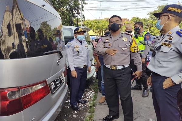 Bawa Penumpang Mudik, Satlantas Polrestabes Semarang Kandangkan 3 Mobil Travel Gelap