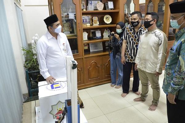 Robot Disinfektan & Box Sterilisasi Udinus Tuai Pujian Wagub Jateng