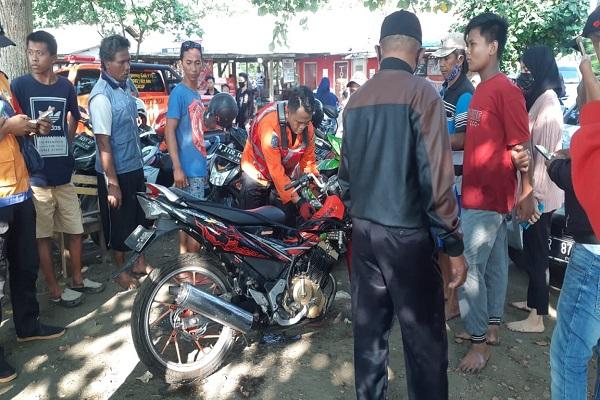 Selfi Sambil Naik Motor, Pemuda Ciamis Tewas di Teluk Penyu Cilacap