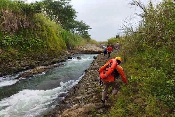 BAB di Sungai Sengkarang, Warga Pekalongan Hanyut