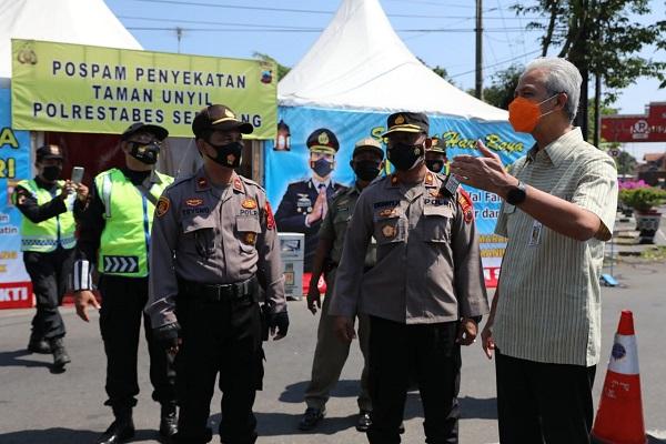 Penyekatan Pemudik di Bekasi Jebol, Ganjar Minta Pintu Masuk Jateng Diperketat