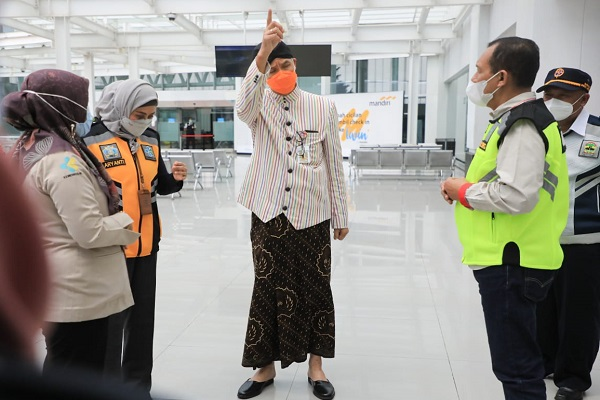 Penumpang Positif Covid-19 Lolos Naik Pesawat ke Pangkalan Bun, Ganjar Sebut SOP Bandara Ahmad Yani Salah