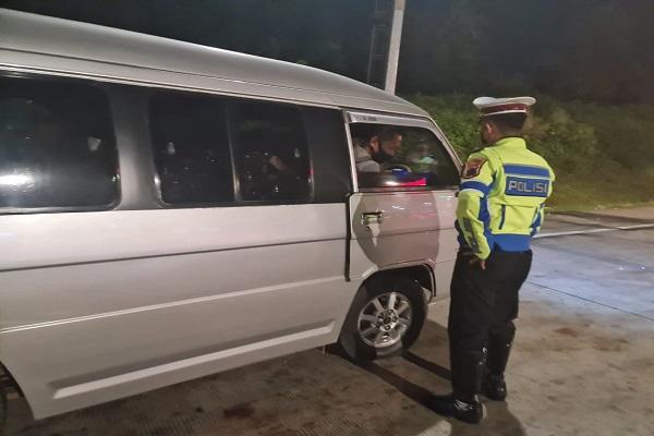 Hari Pertama Larangan Mudik, 9 Kendaraan Travel Menuju Semarang Dipaksa Putar Balik