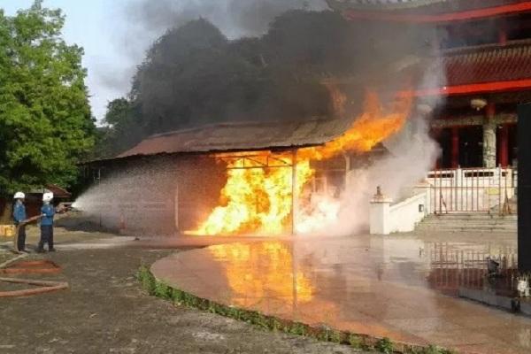 Kelenteng Sam Po Kong di Semarang Kebakaran