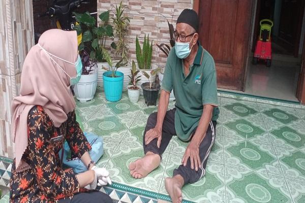 Kisah Ninda, Nakes di Semarang yang Rayu Lansia Vaksinasi Covid-19