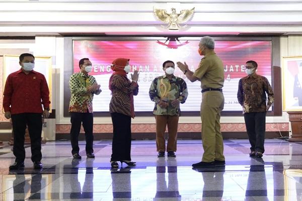 7 Komisioner KPID Jateng Dilantik, Ini Pesan Gubernur Ganjar