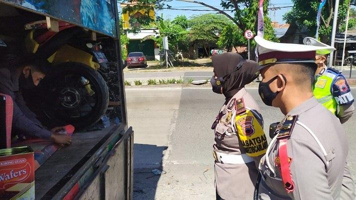 Berisi Belasan Pemudik, Truk Angkut Hewan Peliharaan & Motor Disetop di Grobogan