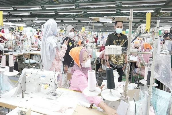 Hore! 1.159 Perusahaan di Jateng Telah Bayar THR
