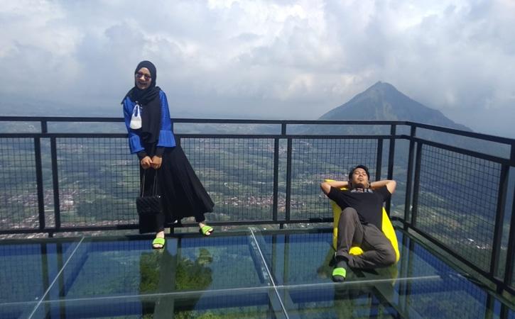 Instagramable! Wisata ke Awang-Awang Sky View Gunung Telomoyo Magelang Bikin Serasa Melayang