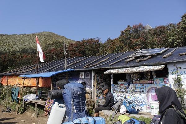 Legend! Berdiri Sejak 1980, Warung Mbok Yem di Puncak Lawu Jadi Solusi Para Pendaki