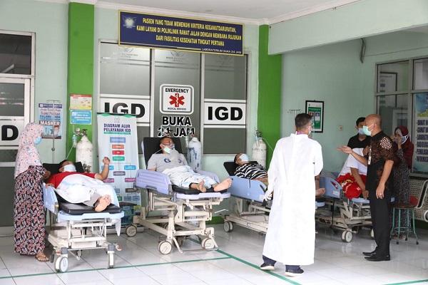 Ruang Perawatan RSUD Kartini Jepara Penuh, Pasien Covid-19 Terlantar di Depan IGD