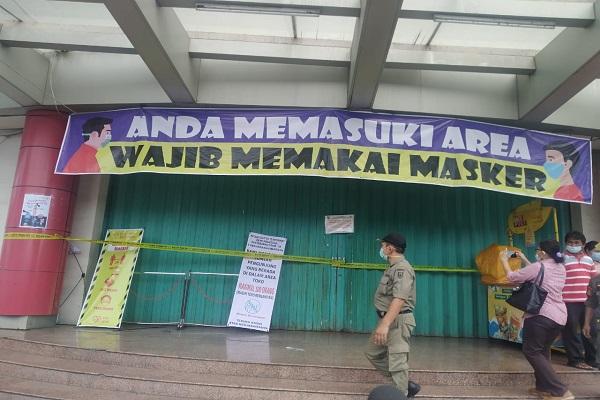 Karyawan Positif Covid-19, Swalayan di Semarang Disegel Satpol PP