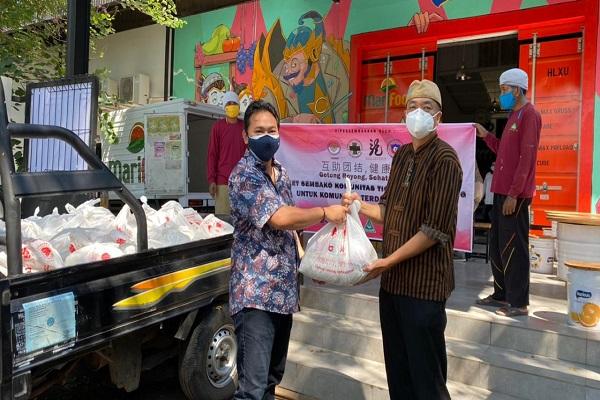 Komunitas Tionghoa Semarang Beri Sembako ke Jurnalis