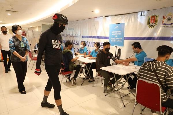Cegah Kerumunan, Ganjar Minta Tempat Vaksinasi di Jateng Diperbanyak