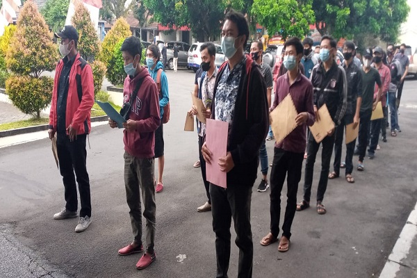 3 Bulan Nganggur, Karyawan Tempat Karaoke Bandungan Ramai-Ramai Ajukan Jadi CPNS