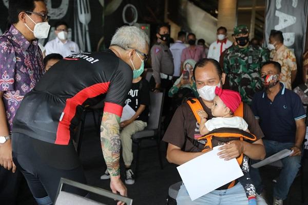 Ribuan Pedagang Mi & Bakso di Semarang Terima Suntikan Vaksin Covid-19