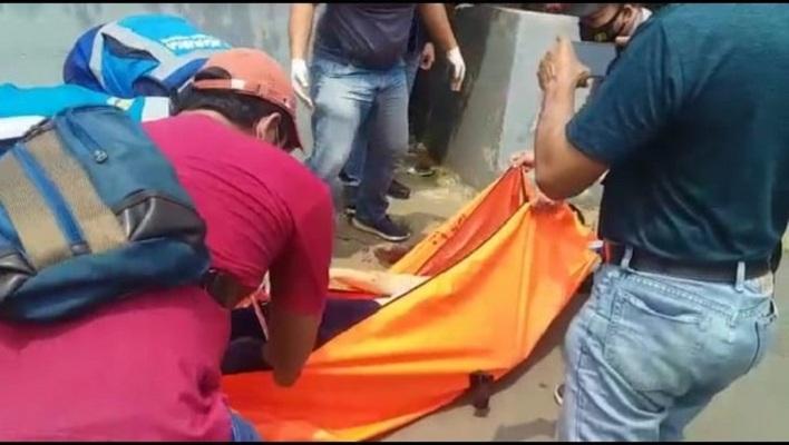 Mayat Perempuan Wajah Berlumuran Darah Ditemukan di Pinggir Tol